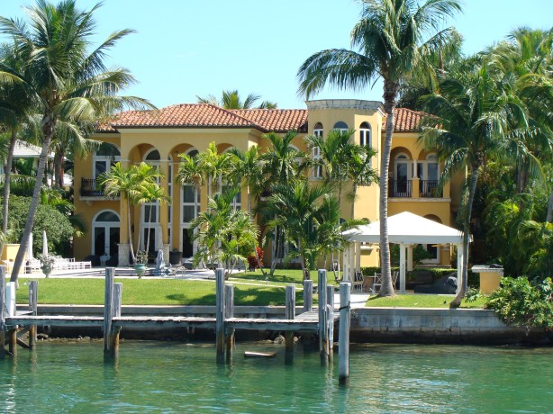 I think this is Will Smith's Miami pad - not bad eh!
